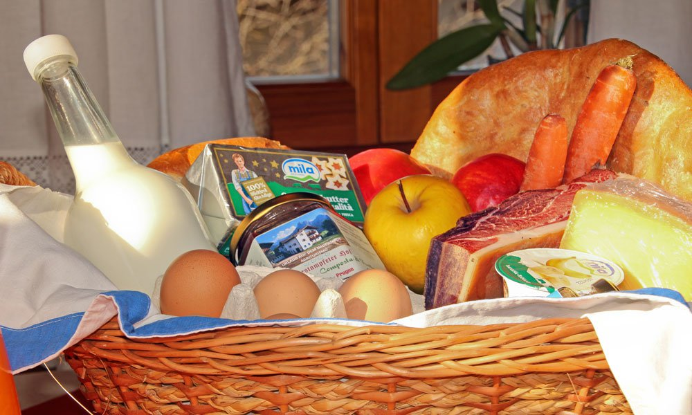 Farm products from South Tyrol – Bread, eggs, milk and more form the farm Oberstampfeter Hof